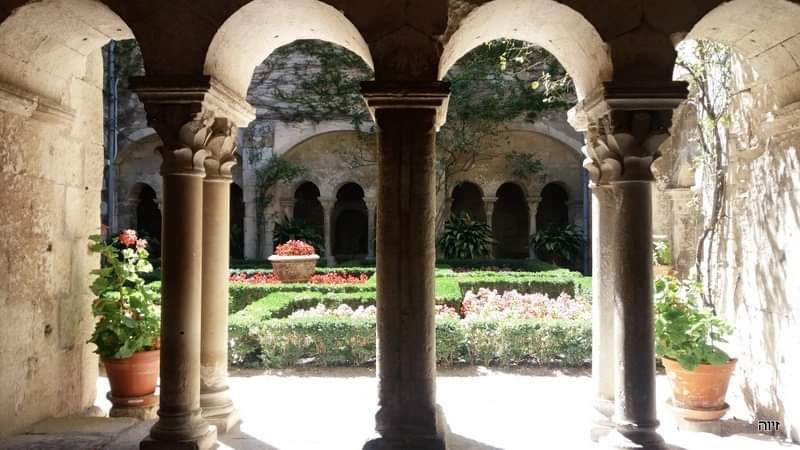 המנזר בו שהה וון גוך ליד סנט רמי